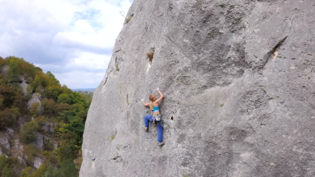 conquering rock faces - climbing rope stock videos & royalty-free footage