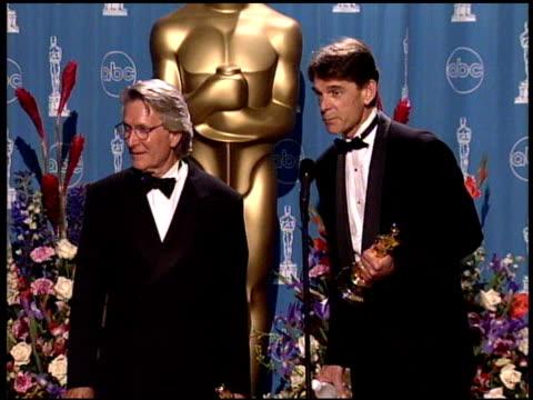 conrad buff at the 1998 academy awards at the shrine auditorium in los angeles, california on march 23, 1998. - 第70回アカデミー賞点の映像素材/bロール