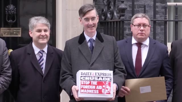 conservative backbench mp jacob reesmogg visits downing street with a daily express petition concerning the allocation of britain's foreign aid budget - petition stock-videos und b-roll-filmmaterial