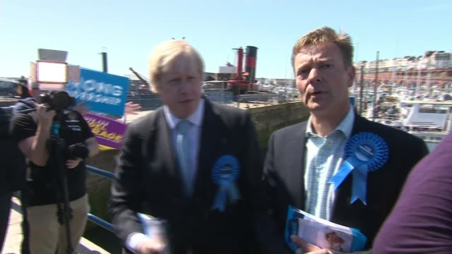 stockvideo's en b-roll-footage met conservative candidate craig mackinlay charged over 2015 general election expenses lib / tx boris johnson campaigning with craig mackinlay - ramsgate