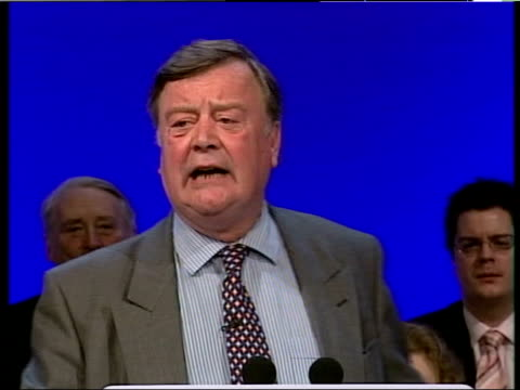 conservative conference cameron/clarke leadership election speeches int kenneth clarke mp along to podium on stage at annual conservative party... - kenneth clarke stock-videos und b-roll-filmmaterial