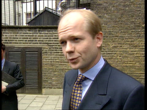 vídeos de stock e filmes b-roll de kenneth clarke and william hague to move on to third round of voting feen itn england london ext william hague mp along with another william hague mp... - tom bradby