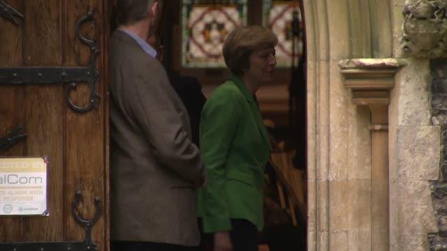 vídeos de stock, filmes e b-roll de theresa may leaves church england berkshire ext theresa may mp along from church with husband philip may / cars away - marido