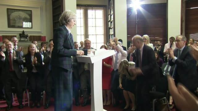 conservative leadership contest: theresa may to be pm as andrea leadsom drops out; tx 30.6.2016 / t30061601 theresa may mp along to podium to launch... - 放水砲点の映像素材/bロール