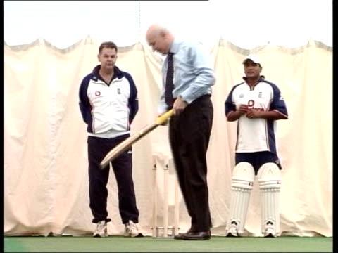 conservative leadership row; lib int iain duncan smith playing cricket in shirt and tie - shirt and tie bildbanksvideor och videomaterial från bakom kulisserna
