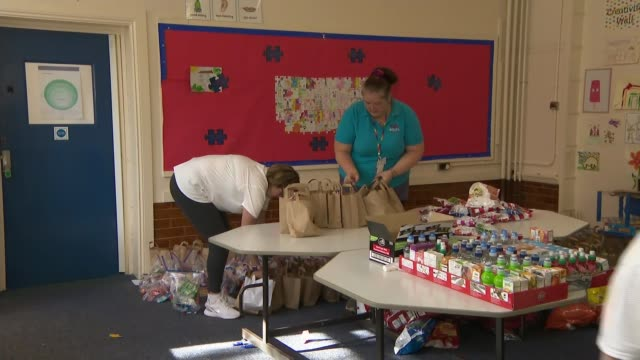 conservative mps u-turn over free school meals in england during half term; england: north yorkshire: skipton: int food parcels by selfa children's... - スキップトン点の映像素材/bロール