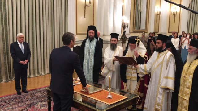 stockvideo's en b-roll-footage met conservative new democracy party leader kyriakos mitsotakis is sworn in as the new prime minister of greece on july 08 2019 in athens the swearingin... - minister president