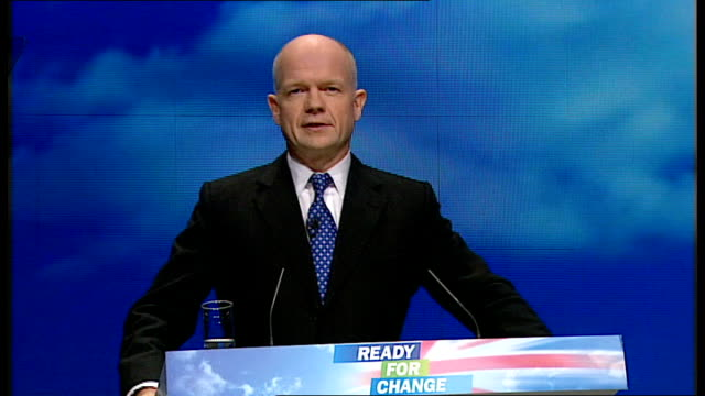 stockvideo's en b-roll-footage met conservative party annual conference 2009 william hague speech england yorkshire manchester int william hague mp welcomed onto stage supporters... - william hague