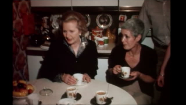 cameron reveals housing plan tx essex nr romford harold hill int margaret thatcher sitting drinking tea with the owner of the 12000th council house... - organisierte gruppe stock-videos und b-roll-filmmaterial