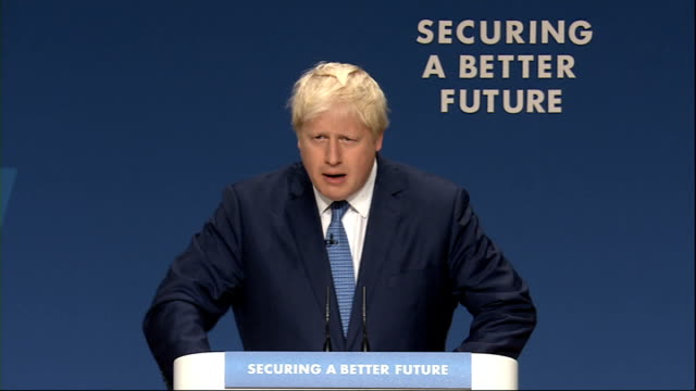 vídeos y material grabado en eventos de stock de boris johnson speech england west midlands birmingham int boris johnson arriving on stage and speech sot comments on tania mathias removing vince... - injusticia