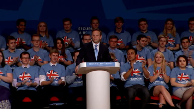 vídeos y material grabado en eventos de stock de conservative party conference 2014: rocky start to conference with resignation and ukip defection; grant shapps mp along to podium high angle view... - abandonar