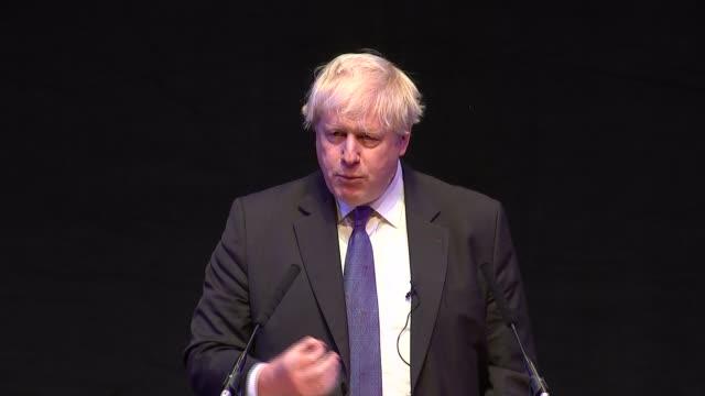boris johnson gives fringe speech criticising theresa may's chequers plan england birmingham int boris johnson mp speech sot - midlands occidentali video stock e b–roll
