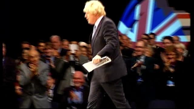 vidéos et rushes de conservative party conference: boris johnson speech; ext david cameron mp arriving along outside conference and saying to reporter sot - i love boris... - effet visuel