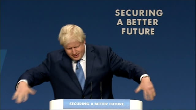 vidéos et rushes de boris johnson speech johnson at podium - pupitre