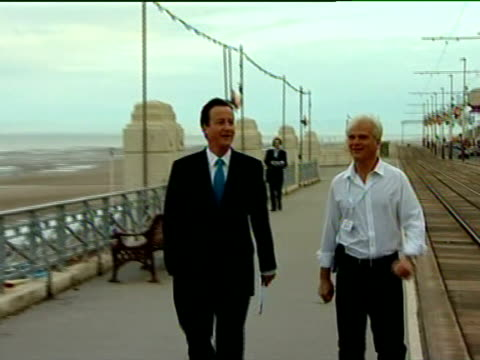 vídeos y material grabado en eventos de stock de cameron walkabout in blackpool england lancashire blackpool ext general views of david cameron mp with an unidentified man walking along blackpool... - teleprompter