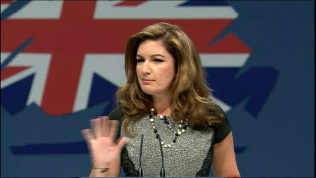 day 2 england manchester int karren brady speech sot i'd like to introduce you to the only man that i would happily be an apprentice for wide shot... - 2日目点の映像素材/bロール