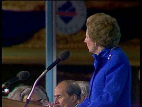 day 4 thatcher cms the great majority of crimes delegates clapping sof as others in b/g cms thatcher cms press take pictures as applause heard sof... - 1987 bildbanksvideor och videomaterial från bakom kulisserna