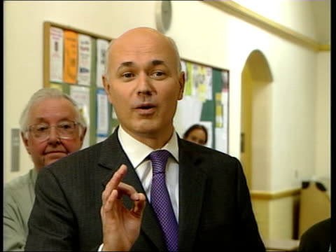 Conference eve Pensions pledge 1800 JOHN RAY ENGLAND Lancashire Blackpool Iain Duncan Smith MP talking at Blackwell Community Centre MS SIDE Duncan...