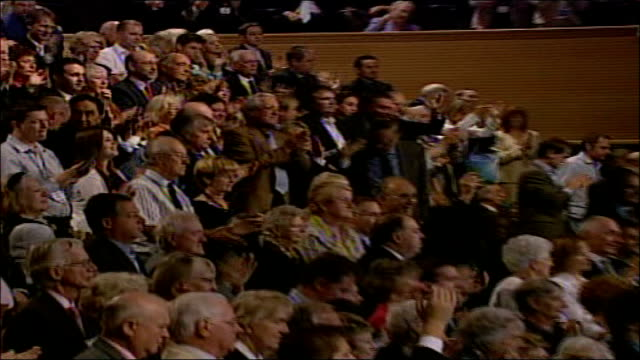 george osborne speech david cameron applauding audience applauding pan auditorium - デビッド・キャメロン点の映像素材/bロール