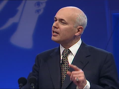 vídeos de stock e filmes b-roll de conservative party conference: howard fights back; itn england: blackpool int iain duncan smith mp speech sot - bin laden claims to speak for islam... - partido conservador britânico