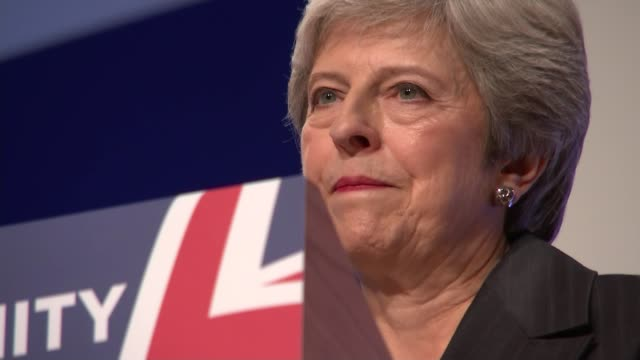stockvideo's en b-roll-footage met theresa may speech uk birmingham conservative party conference / geoffrey cox mp speech / theresa may mp speech / philip hammond mp interview england... - channel 4 news