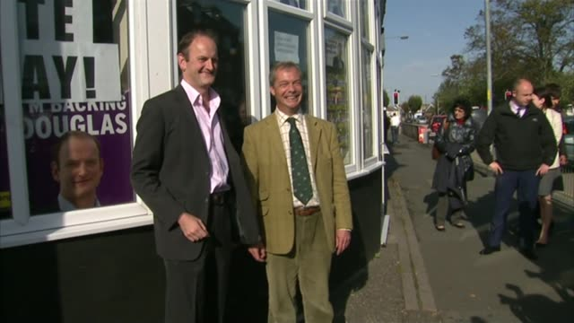 conservative party election expenses investigation clacton party workers demand action lib / 9102014 various of nigel farage mep posing for photocall... - politische gruppe stock-videos und b-roll-filmmaterial