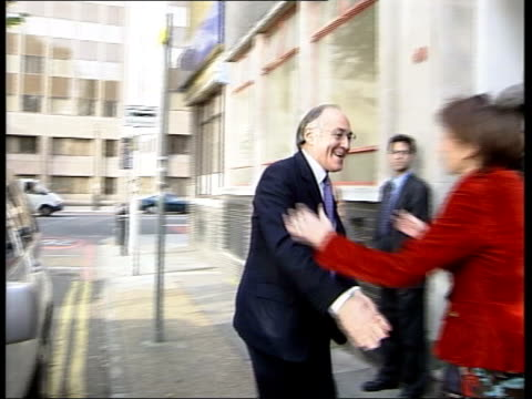 iain duncan smith's last day as leader itn london michael howard mp out of car greeted as camera crew photgraphers film - schlußtag stock-videos und b-roll-filmmaterial