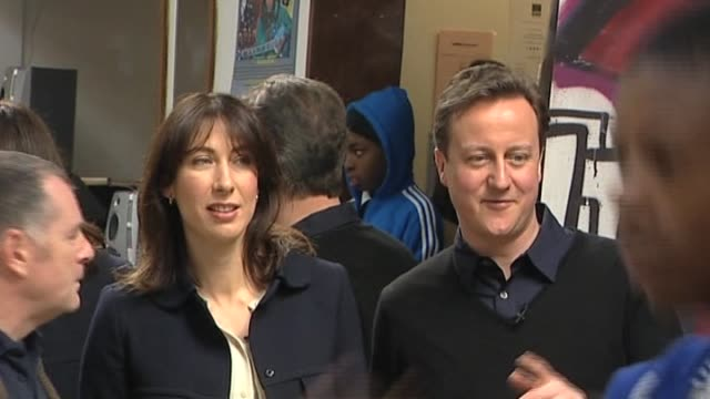 stockvideo's en b-roll-footage met conservative party leader david cameron and wife samantha visit youth centre uk 2 april 2010 - directrice