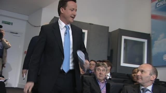 vídeos de stock e filmes b-roll de conservative party leader david cameron enters press conference with actor sir michael caine london 8 april 2010 - michael caine ator