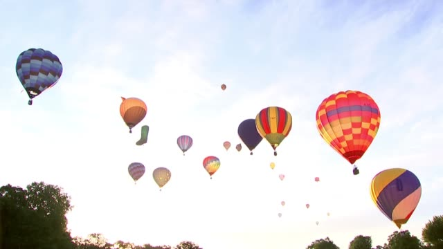 michael gove admits he was fortunate to avoid jail after cocaine use england london battersea park ext low angle shot of hot air balloons rising - gefängnisausbruch stock-videos und b-roll-filmmaterial