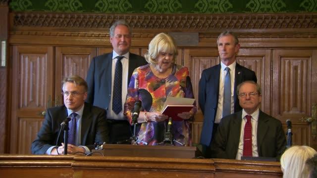 vídeos de stock e filmes b-roll de conservative party leadership campaign: results of the fifth ballot announced; england: london: westminster: house of commons: int dame cheryl gillan... - partido conservador britânico