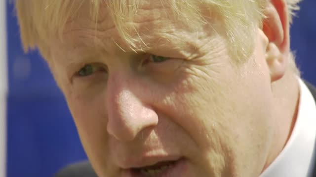vídeos de stock, filmes e b-roll de conservative party leadership contest: boris johnson visits isle of wight shipyard; uk, isle of wight: conservative party leadership candidate boris... - contestant