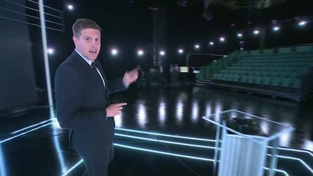 vídeos y material grabado en eventos de stock de buildup to itv debate england greater manchester salford int reporter to camera in empty studio where itv debate will be held later on sot various... - teleprompter