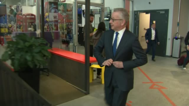 vídeos y material grabado en eventos de stock de conservative party leadership contest: channel 4 debate; england: london: int michael gove mp departing television studio - concurso television