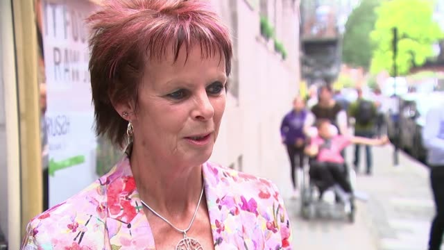 stockvideo's en b-roll-footage met five candidates battling it out for the top job england london bbc new broadcasting house photography*** michael gove mp getting into car sot london... - itv lunchtime news