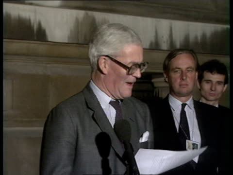 conservative party leadership contest: second ballot: voting, result & reaction; h) c4n: night: england: london: douglas hurd thanking those who... - douglas hurd stock-videos und b-roll-filmmaterial