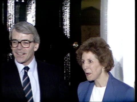 second ballot voting result reaction michael heseltine at doorstep announcing he is going to support john major downing st john and norma major at... - john major stock-videos und b-roll-filmmaterial
