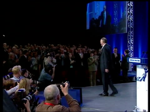 vídeos y material grabado en eventos de stock de conservative party leadership contest speeches tx int michael howard mp waves to audience from stage at 2004 conservative party conference - bournemouth