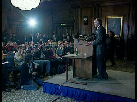 vídeos de stock e filmes b-roll de leadership itn england london michael howard mp and others along road and into building to bv inst of civil engineers int lms side howard at podium... - engenheiro civil