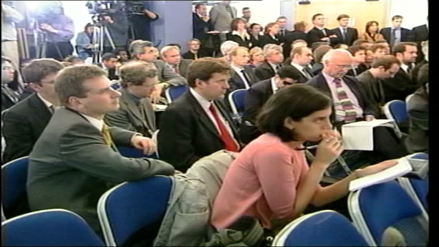 new policies/duncan smith leadership lib duncan smith shaking with kenneth clarke mp during press conference - kenneth clarke stock-videos und b-roll-filmmaterial