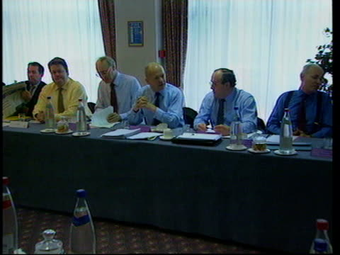 stockvideo's en b-roll-footage met conservative party policy meeting england north london william hague mp sitting at table for meeting of shadow cabinet to discuss conservative party... - william hague