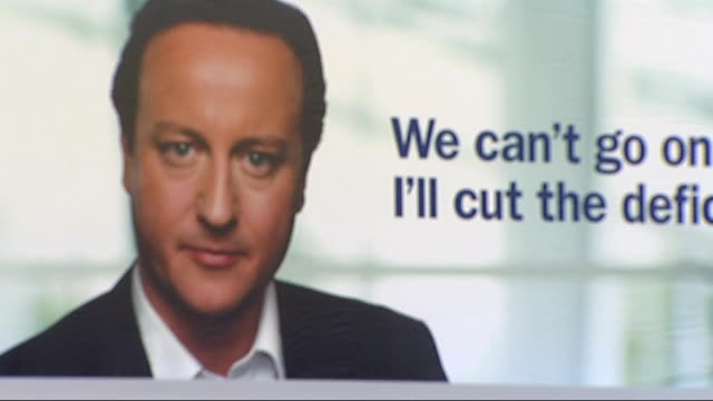 vídeos y material grabado en eventos de stock de ext conservative party poster shoing close shot of david cameron looking straight to camera and slogan 'we can't go on like this i'll cut the deficit... - partido conservador británico