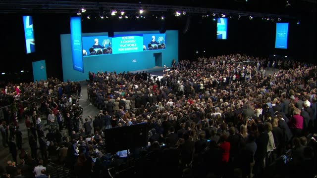 speculation over support for prime minister theresa may; 4.10.2017 manchester: int thersa may onto stage for party conference speech, coughing and... - 咳点の映像素材/bロール