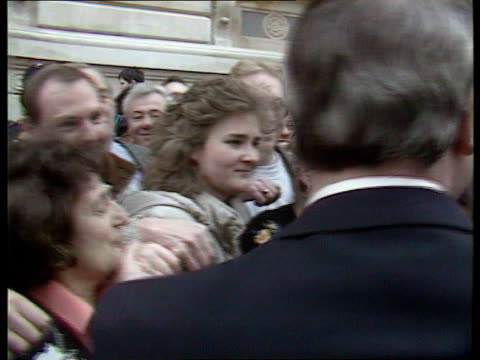 vídeos y material grabado en eventos de stock de conservative party win 21 seat majority england london downing street no 10 cms pm john major along shaking staff as kisses woman and joined by tory... - partido conservador británico