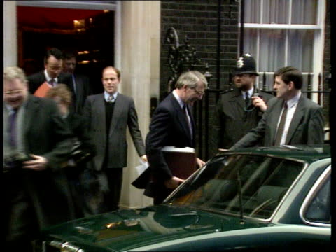conservative poll lead england london downing st ms john major pm coming out of no10 and into car ms cars lined up in downing st and away r - john major stock-videos und b-roll-filmmaterial