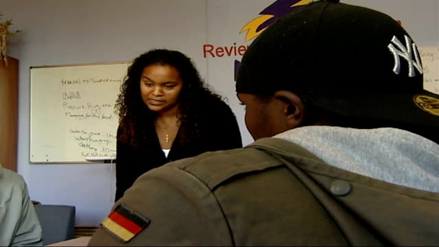 conservatives launch video on credit spending; file / tx 30.10.06 london: brixton: int david cameron mp with young people at fairbridge youth centre - mp stock-videos und b-roll-filmmaterial