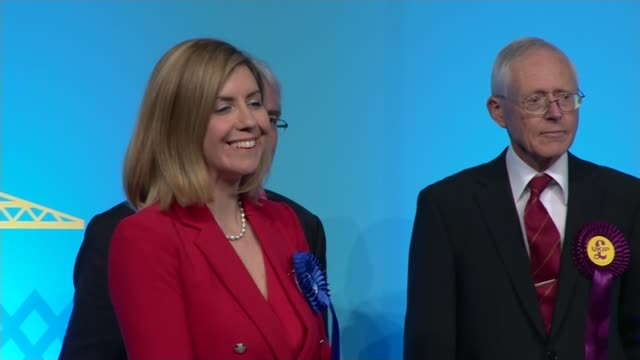conservatives retain hendon west yorkshire int andrea jenkyns mp on stage after defeating shadow chancellor ed balls wandsworth jane ellison mp on... - richmond upon thames stock-videos und b-roll-filmmaterial