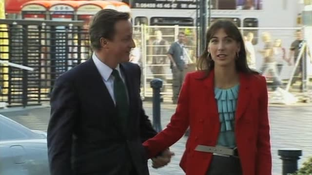 stockvideo's en b-roll-footage met conservatve party leader david cameron and wife samantha during election campaign uk - directrice