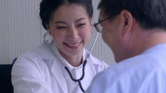 慰め: 女性医師の生活 - 健康診断点の映像素材/bロール