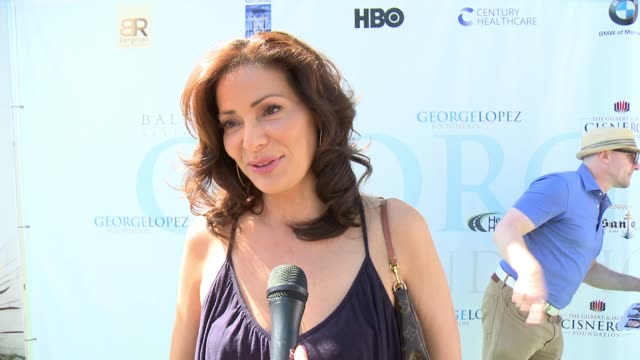 vídeos de stock, filmes e b-roll de interview constance marie on being a part of today on being involved in the organization on driving the golf cart around at the 10th annual george... - golf cart